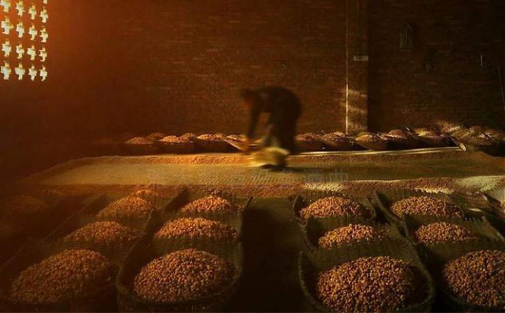 粮食发酵酿酒的原理,精仿茅台酒用纯粮食发酵的吗