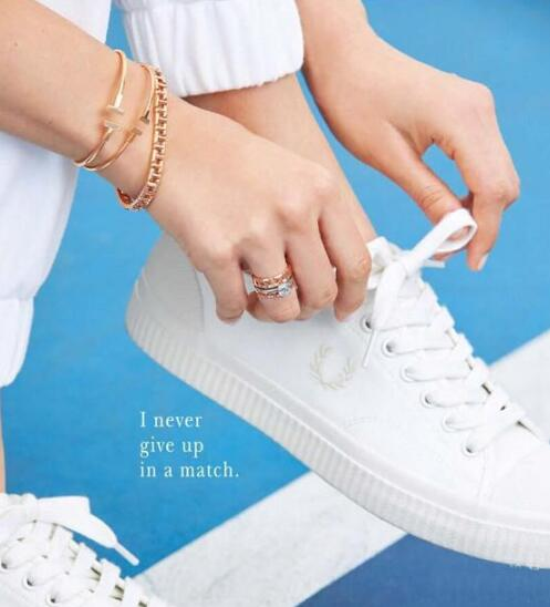 小白鞋怎么搭配衣服女